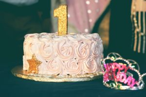 close up photography of pink birthday cake 851204