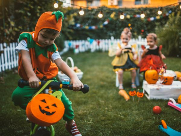 8 - halloween costume parade - concept